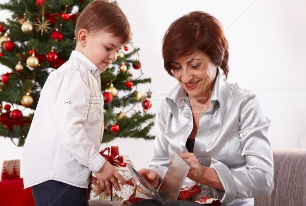 Stock foto: Großmutter · Enkel · Weihnachten · Öffnen · präsentiert · zusammen