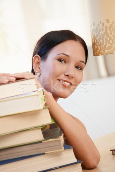 Stock fotó: Mosolyog · fiatal · nő · könyvek · portré · főiskolai · hallgató · pózol