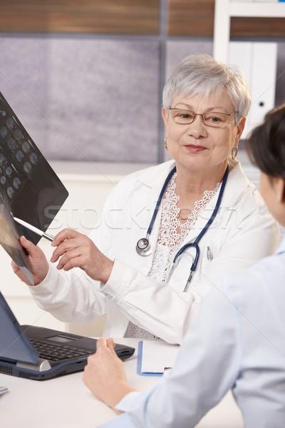 Photo stock: Médecin · scanner · résultats · patient · supérieurs