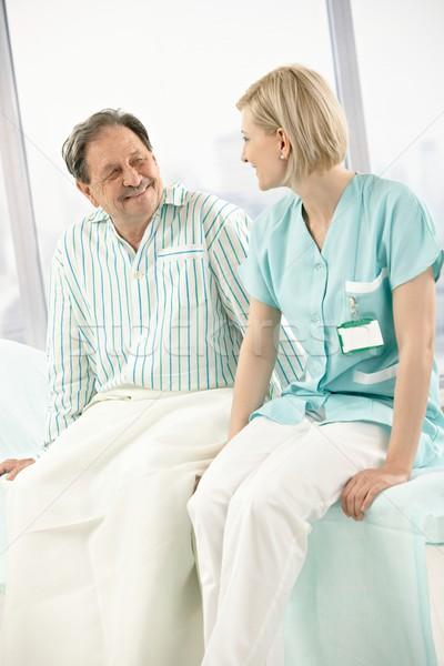 ストックフォト: 看護 · 患者 · 座って · ベッド · 病院用ベッド · 一緒に