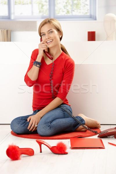 Csinos lány piros beszél telefon otthon Stock fotó © nyul