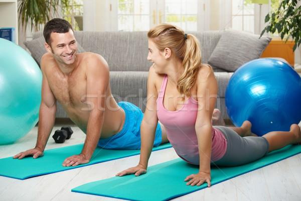 пару брюшной фитнес матрац глядя Сток-фото © nyul