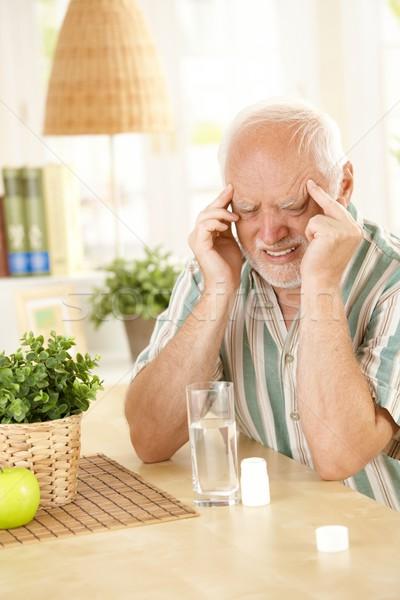 Idős férfi fejfájás nyugdíjas szenvedés migrén Stock fotó © nyul