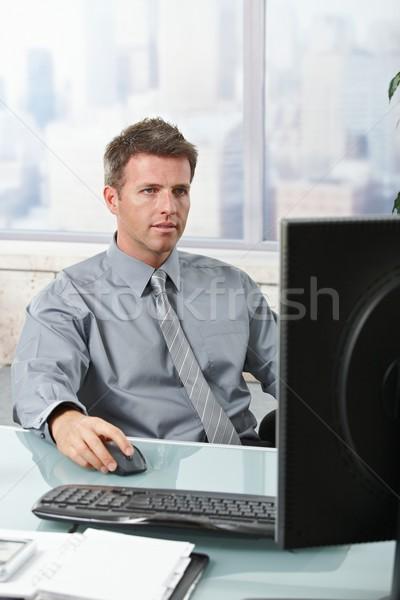 Geschäftsmann Scharfeinstellung Arbeit ernst Computer Aufgabe Stock foto © nyul