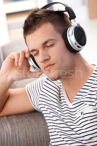 Joven escuchar música ojos sesión casa Foto stock © nyul