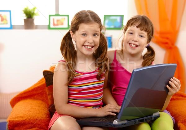 Lányok szórakozás laptop fiatal ül kanapé Stock fotó © nyul