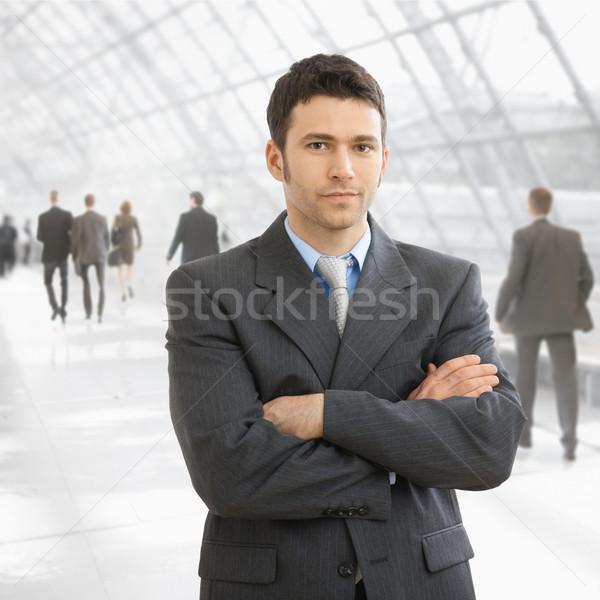 嚴重 商人 常設 雙臂交叉 辦公室 前廳 商業照片 © nyul