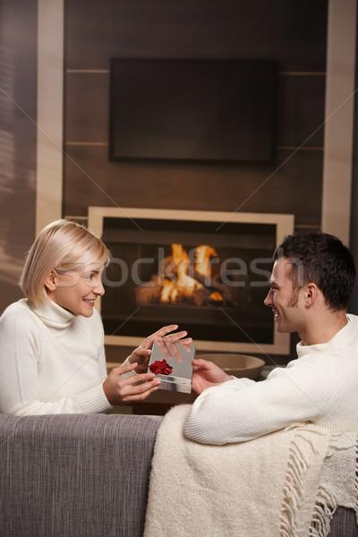 Foto stock: Pareja · regalo · casa · jóvenes · romántica · sesión
