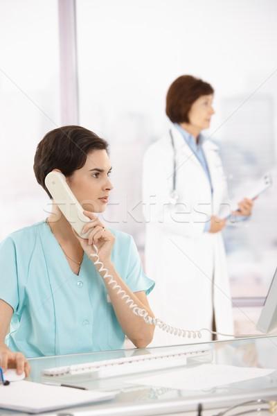 Stockfoto: Assistent · telefoongesprek · arts · medische