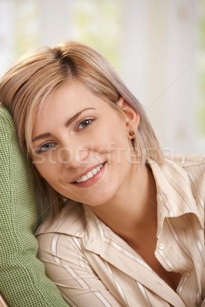 Retrato feliz mujer casa casual Foto stock © nyul