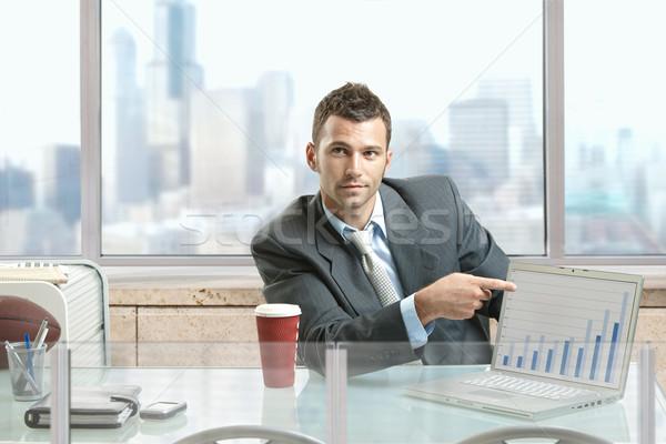 üzletember mutat képernyő ül asztal iroda Stock fotó © nyul