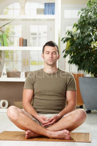 Foto stock: Hombre · sesión · yoga · posición · ejercicio · casa