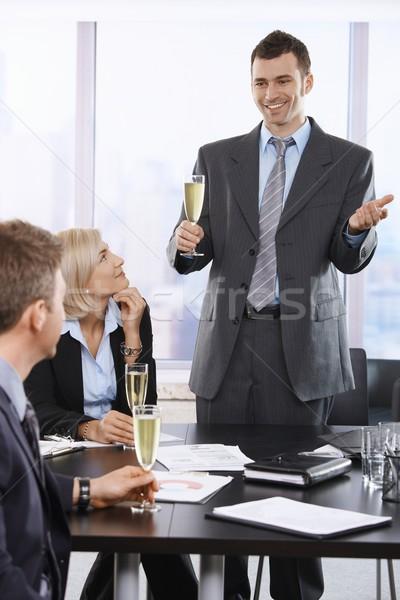 Zdjęcia stock: Szczęśliwy · biznesmen · toast · biuro