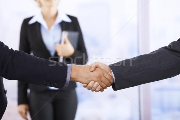 Empresarios apretón de manos oficina ayudante apretón de manos primer plano Foto stock © nyul