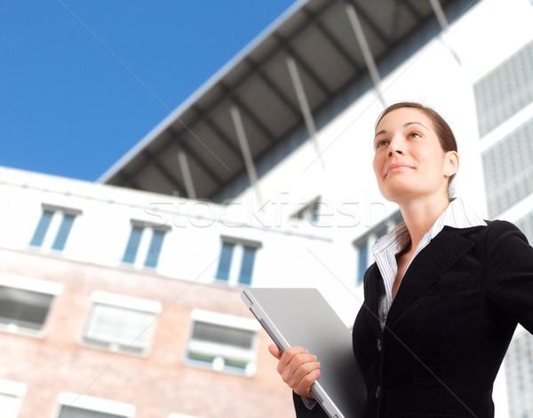 Ambitieus jonge zakenvrouw toekomst kantoorgebouw Stockfoto © nyul