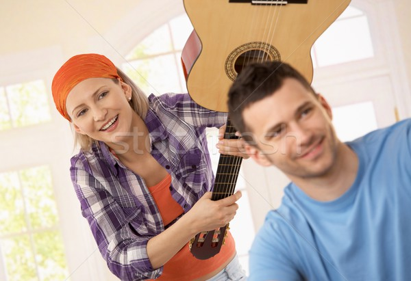 Donna giocare scherzo chitarra attaccare ridere Foto d'archivio © nyul
