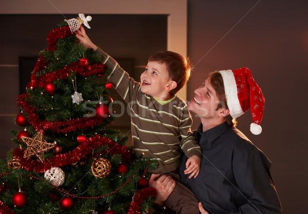 Stock fotó: Apa · segít · fiú · díszít · karácsonyfa · fiú