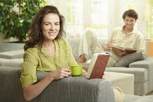 Feliz Pareja lectura libro sesión Foto stock © nyul