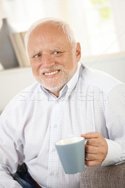Stockfoto: Glimlachend · oude · man · koffie · portret · naar · gelukkig