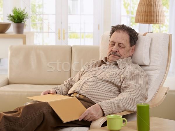 ストックフォト: シニア · 男 · 寝 · アームチェア · ホーム · 図書