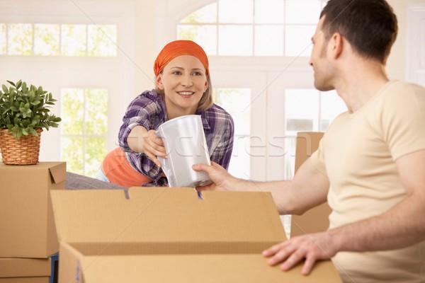 Stock fotó: Boldog · pár · csomagol · dobozok · együtt · mozgás