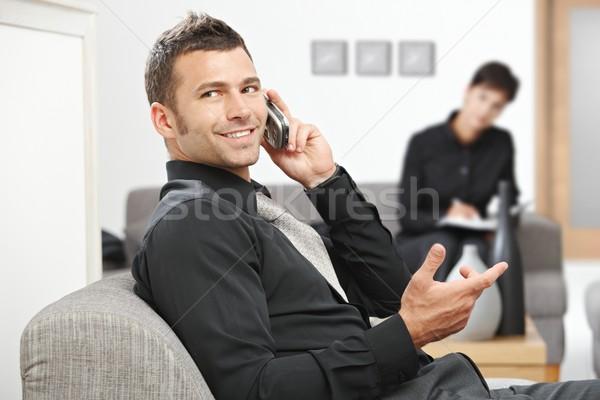 Zakenman roepen jonge vergadering kantoor lobby Stockfoto © nyul