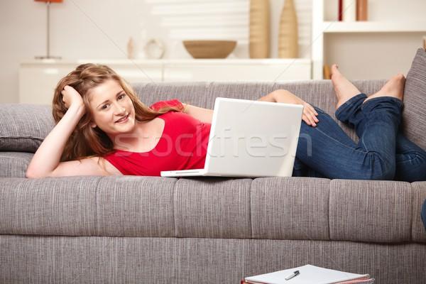 Photo stock: Souriant · Teen · portable · canapé · maison · adolescente