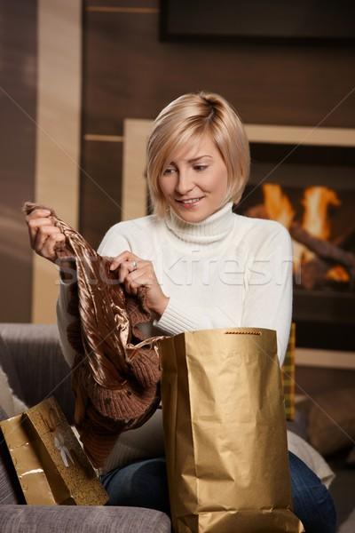 Kobieta domu szczęśliwy młoda kobieta sofa Zdjęcia stock © nyul