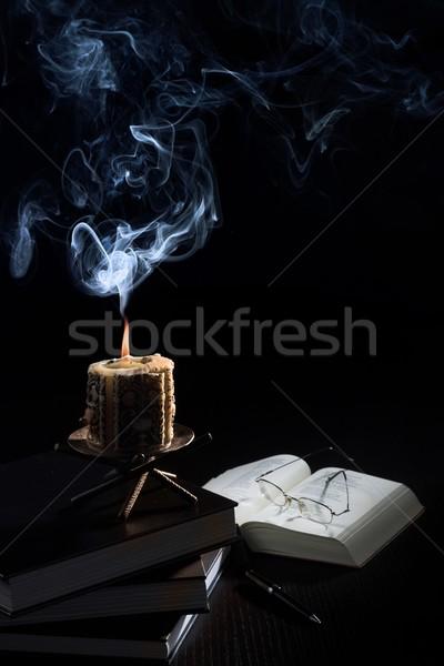 Leitura secretária velho vela livros óculos Foto stock © nyul