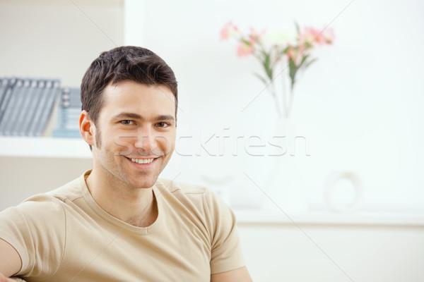Foto d'archivio: Giovane · home · felice · giovani · bell'uomo · sorridere