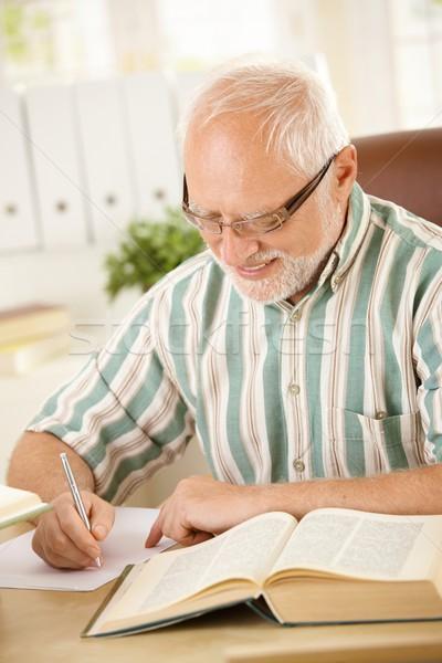 белые волосы пенсионер Дать письме домой сидят Сток-фото © nyul