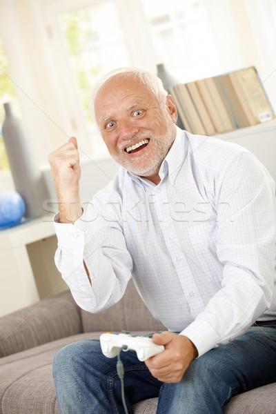 старший человека победа компьютерная игра счастливым возбужденный Сток-фото © nyul