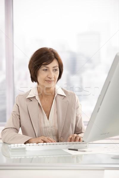 Сток-фото: старший · деловая · женщина · рабочих · компьютер · служба · женщину