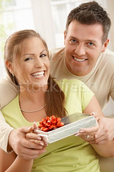 Stock fotó: Portré · boldog · pár · mosolyog · kamera · ölelkezés