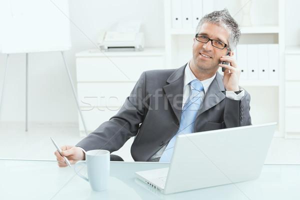 Zakenman werken bureau grijs uitvoerende laptop computer Stockfoto © nyul