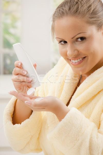 Mulher corpo loção mulher jovem roupão de banho Foto stock © nyul