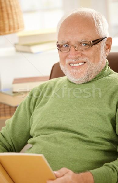 Сток-фото: портрет · улыбаясь · старший · человека · книга