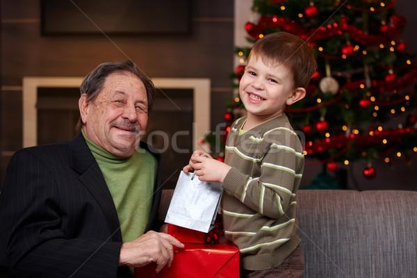 Foto stock: Natal · apresentar · avô · feliz · sorridente