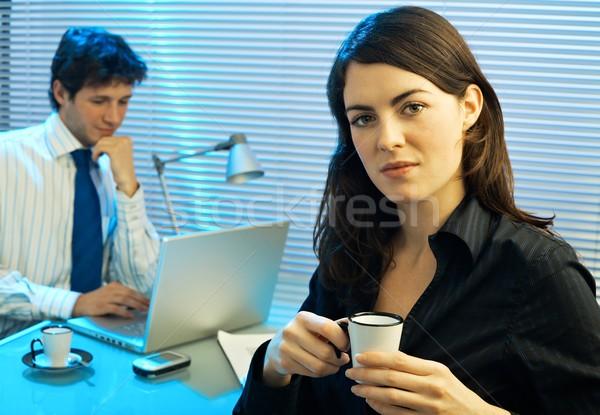 Zdjęcia stock: Pracy · późno · biuro · zmęczony · kobieta · interesu · pitnej