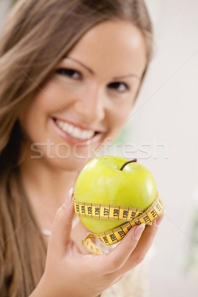 Alma diéta boldog fiatal nő mutat mérőszalag Stock fotó © nyul