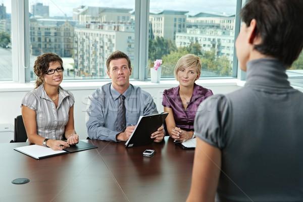 Сток-фото: деловые · люди · панель · сидят · таблице · конференц-зал