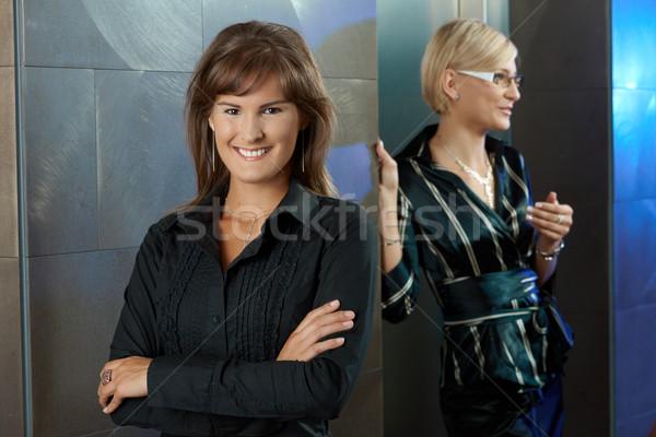 üzletasszonyok iroda lobbi portré vonzó fiatal Stock fotó © nyul