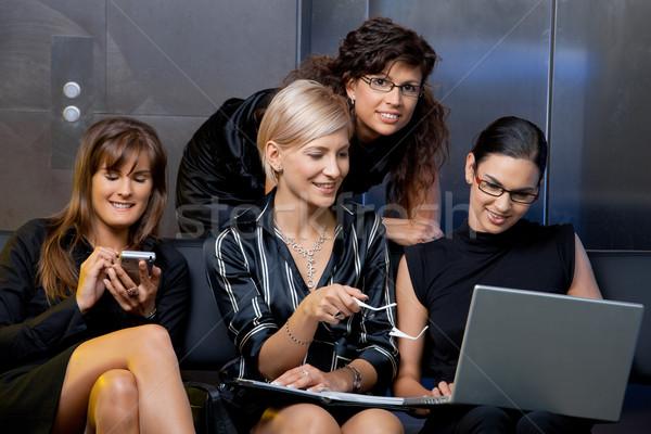 Zdjęcia stock: Spotkanie · biznesowe · zespołu · atrakcyjny · kobieta · interesu · posiedzenia · kanapie