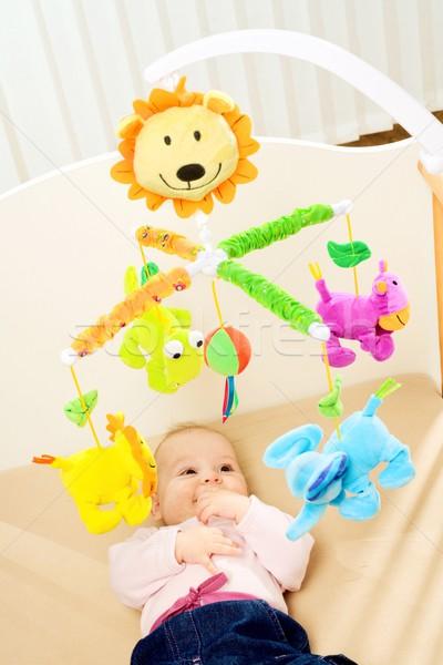 Feliz cuna bebé jugando cama lado Foto stock © nyul