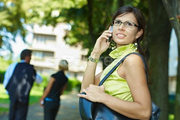 Stockfoto: Zakenvrouw · praten · mobiele · outdoor · jonge · mobiele · telefoon