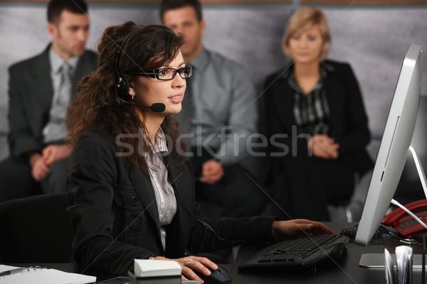 Stock fotó: Recepciós · beszél · headset · ül · asztal · iroda