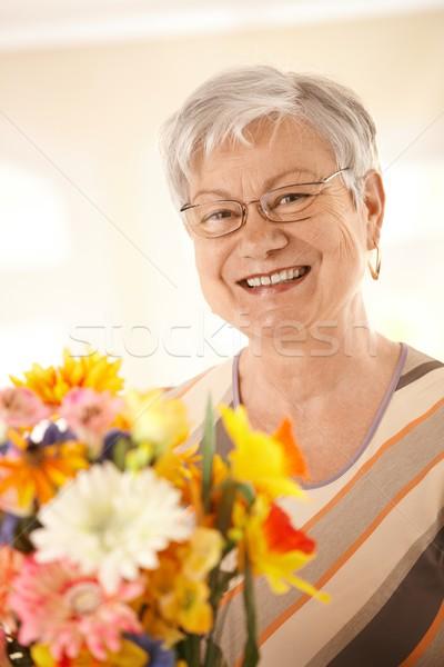 Stok fotoğraf: Portre · mutlu · kıdemli · kadın · çiçekler