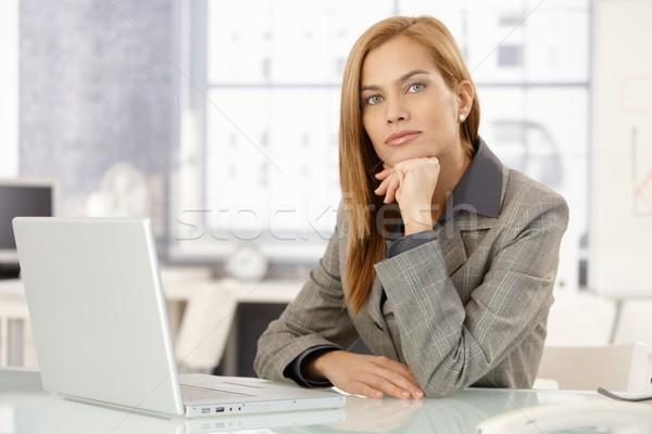 Portré határozott üzletasszony ül asztal iroda Stock fotó © nyul