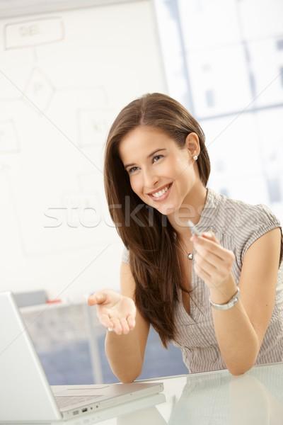 Сток-фото: смеясь · деловая · женщина · заседание · таблице · сидят · портативного · компьютера