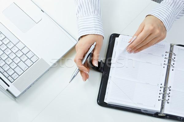 Hand pagina vrouwelijke handen pen Stockfoto © nyul